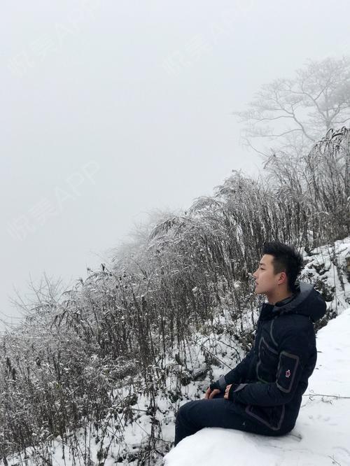 大冬天了还是要穿羽绒服才能熬过冬天了,不管从什么角度拍照都很不错哦,之前朋友说耳软骨会被吸收一点,但是很庆幸我的还是没有...