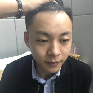 新长的头发,已经和原来的没有任何差别了。植发这件事,真的是谁做谁知道,效果好得出乎意料。大概是因为取的是自己的发囊吧,所...