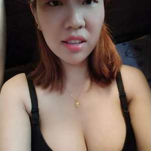以前胸部很平都不敢穿这么性感的衣服,现在有胸了,很多衣服都可以轻松的驾驭。做胸部不仅仅是追求大,还能追求美观,大小和柔软...