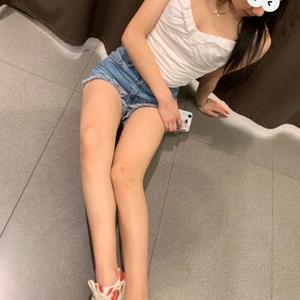 女孩子都希望自己的腿又细又长,但我天生是梨形身材,减肥还没啥用,所以准备通过医学的方法达到我的目的!也就是做大腿环吸啦。...